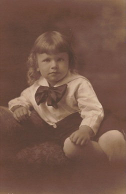 1919 or so - later this day my mother took me to a barber & my curls were cut off.