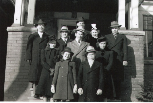 1935 or so - Foy family home 40 Fulton Ave, Dad Edward, Mom Josephine (Schnitzler), Edward, Vincent, Jack, Mary, Doreen, Jimmy, Shirley